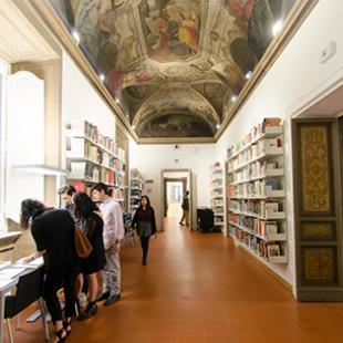 Rome library photo / Chris Andras