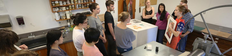 Art students in the Intaglio studio