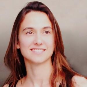 Headshot of Débora Mesa Molina