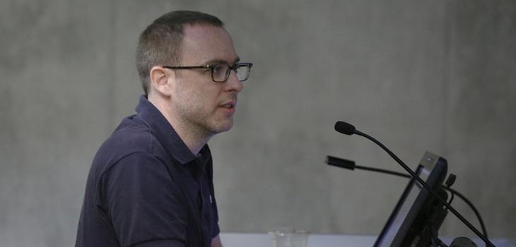 Alejandro Cesarco lecturing