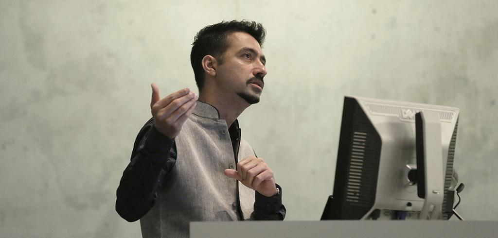 Keynote speaker Kaiwan Mehta giving a lecture