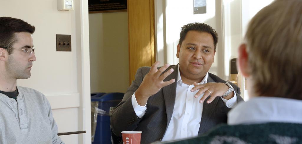 Gerardo Francisco Sandoval talking with students