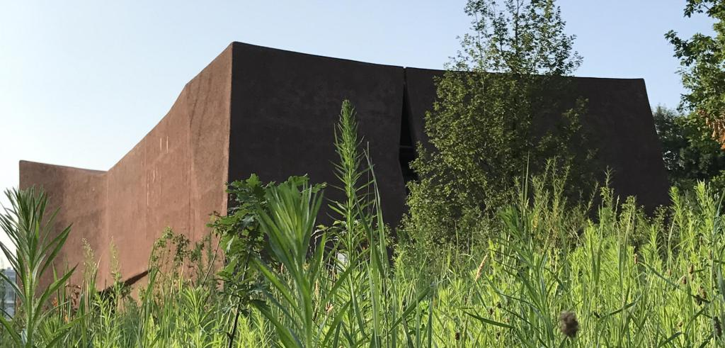 Photo of corten steel building