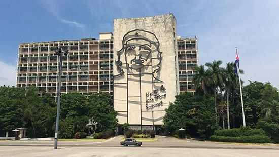 Che Guevara's image on the facade of the Interior Ministry of Cuba.